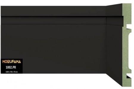 rodapé de mdf verde, revestido em pvc, na cor preta, com 10 cm de altura