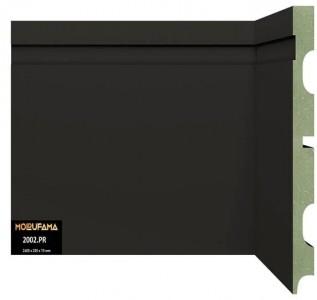 rodapé de mdf verde, revestido em pvc, na cor preta, com 20 cm de altura